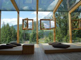 הקשר בין עיצוב יוקרתי לבין שילוב חלונות עץ בחייכם