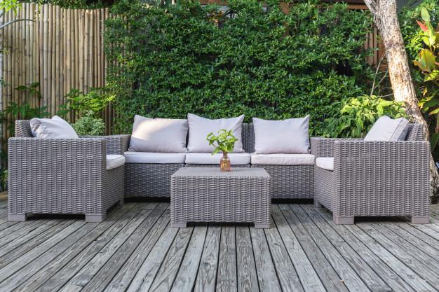 עיצוב הגינה עם פינת ישיבה יוקרתית - shipputzim.co.il